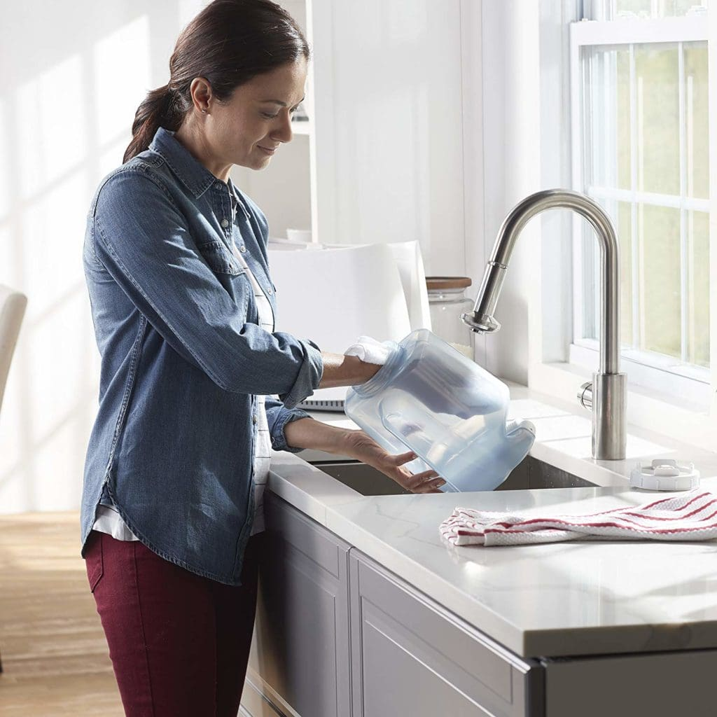 Woman cleaniing a humidifier in a sink